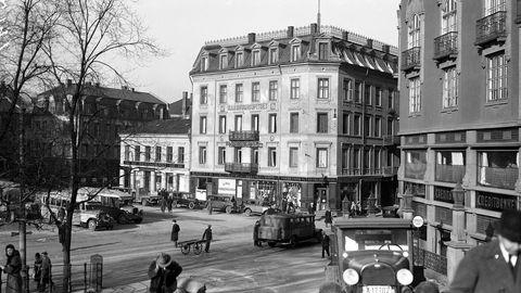 Vi mener at påstanden i Civita-notatet om at «Forskningen tyder på at store deler av reduksjonen i norsk ulikhet fant sted før Norge fikk en omfattende velferdsstat» mangler overbevisende dokumentasjon. Her fra Tordenskiolds gate i Oslo i 1930.