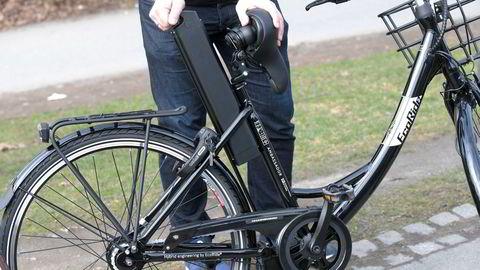 Forskere i Sverige har sett på om elsykler oppfører seg annerledes enn vanlige sykler i en ulykke.