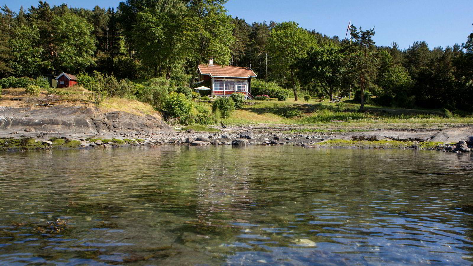 Denne hytta på Lindøya i Oslo kan komme til å knuse tidligere prisrekorder. Eiendomsmegler Marius Berger har satt prisantydningen til 14 millioner kroner.