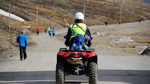 – Lokalbefolkningen stiller villig opp og gjør sitt beste for at deltakerene på Spitsbergen Marathon skal få mest mulig ut av oppholdet, sier arrangør Silje Hagen. Foto: Spitsbergen Marathon