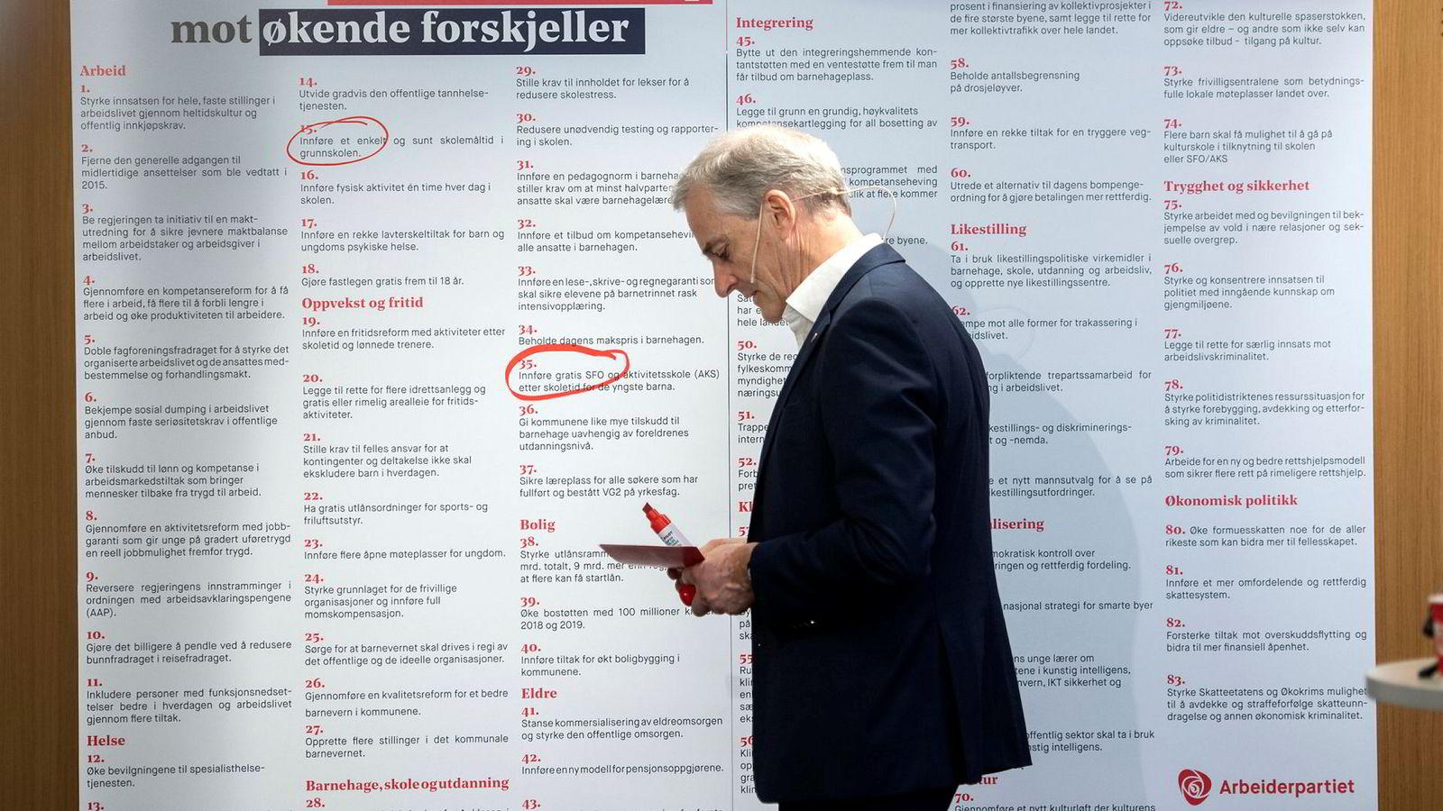 Arbeiderpartileder Jonas Gahr Støre hadde 83 punkter og en stor rød tusj da han oppsummerte det politiske halvåret før sommeren.