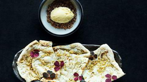 Uventet. Nanbrød må ikke nødvendigvis spises med hovedretten. Peshawari naan – fylt med nøtter og sukker – passer best med en kule vaniljeis, til dessert