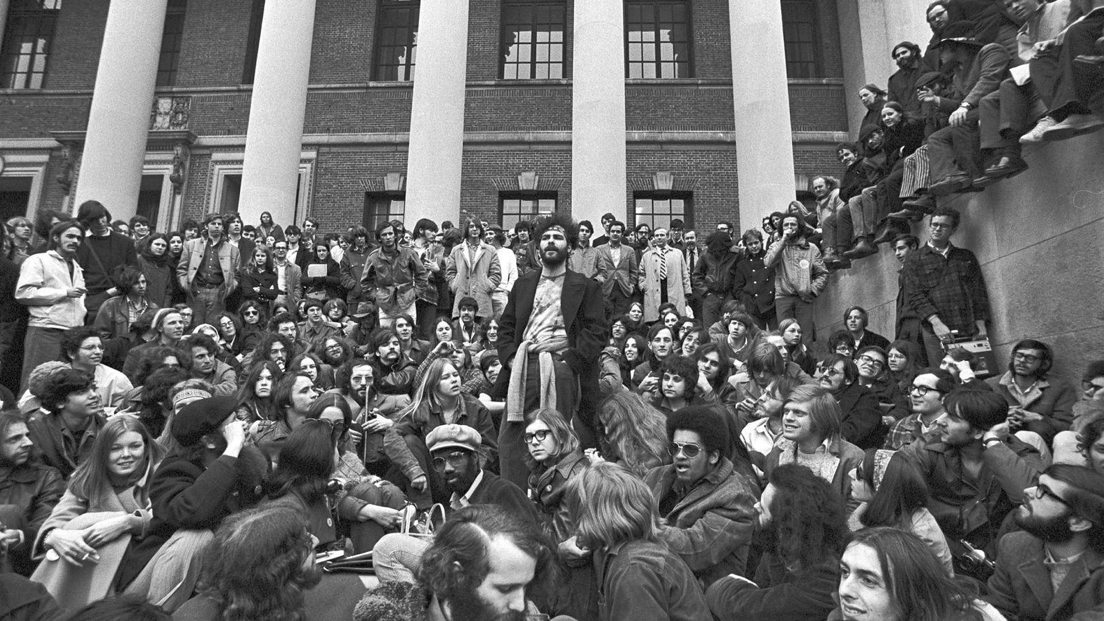 Det er i disse dager 50 år siden 60-tallets studentopprør. Her fra Cambridge, Massachusetts, 1969.