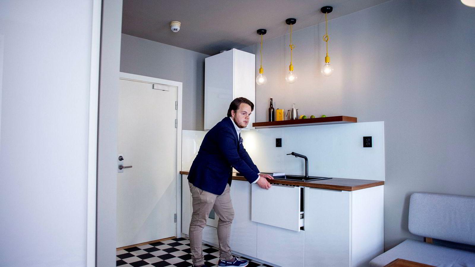 Eiendomsmegler Haakon Telle Bøe skal selge en leilighet på 21 kvadratmeter i Helgesens gate på Grünerløkka. Om den blir solgt for prisantydning, har prisen vokst over 26 prosent på under to år.