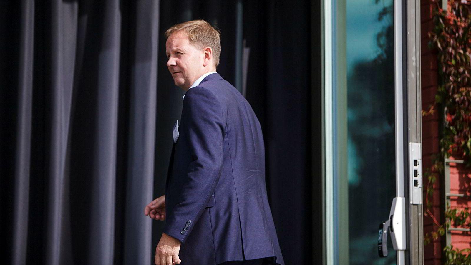 Solstad Offshore-sjef Lars Peder Solstad krangler med Finanstilsynet.