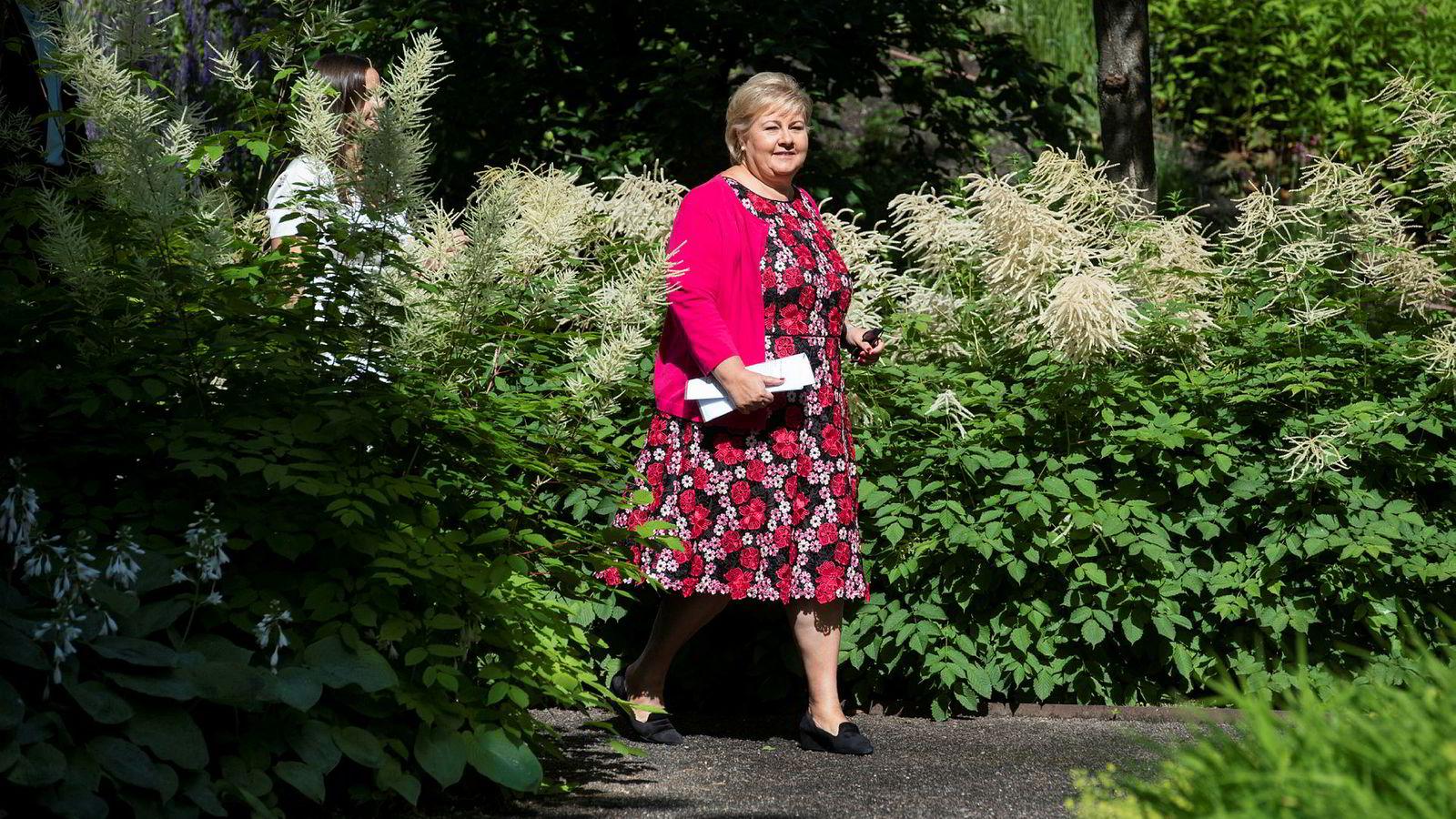 Erna Solberg, du er statsminister i landet vårt, flosklene du nylig serverte er deg ikke verdig, skriver artikkelforfatteren.