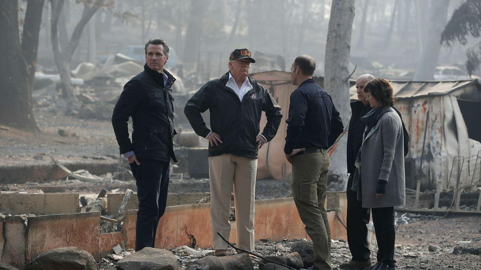 USAs president Donald Trump hadde med seg gode råd da han møte offentlige representanter og ofre for de voldsomme skogbrannene i California.
