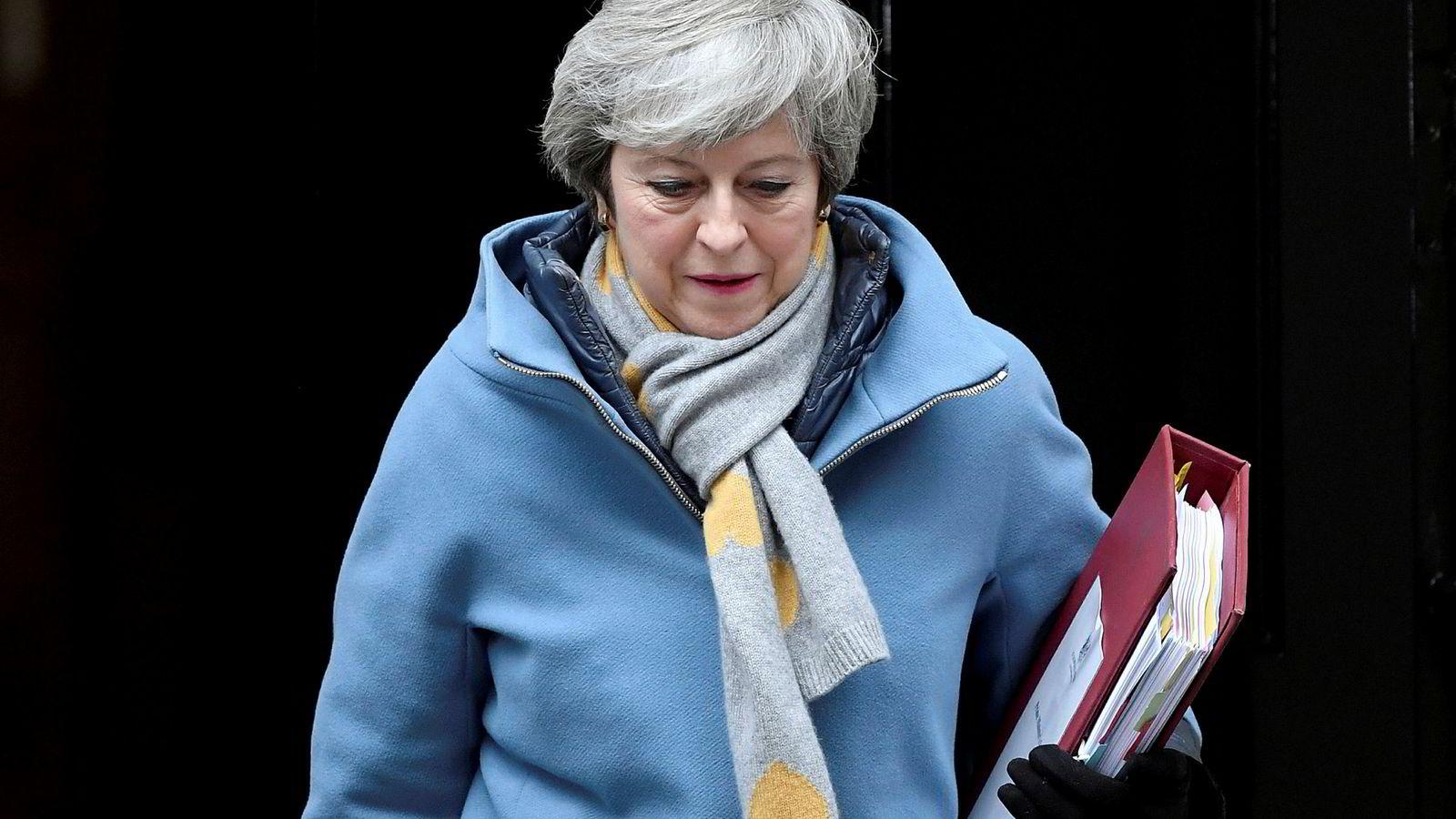 Den britiske statsministeren Theresa May utenfor Downing Street i London, noen timer før Underhuset skulle ha en ny avgjørende brexit-avstemning.