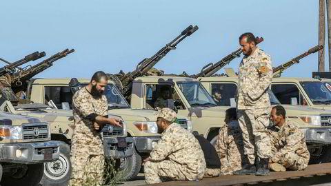 Oljeprisen har steget med nesten 40 prosent siden jul. Den raskt eskalerende konflikten i Libya kan føre til høyere oljepriser. Storbanken Citi mener det er mer sannsynlig at oljeprisen fortsatt skal stige enn falle de neste månedene.