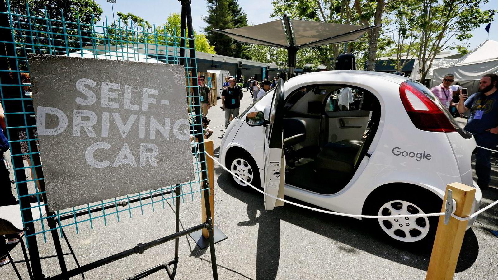 Førerløse biler vil by på moralske problemer når den skal programmeres for valg i ulykkessituasjoner. Foto: Eric Risberg/Ap/NTB Scanpix