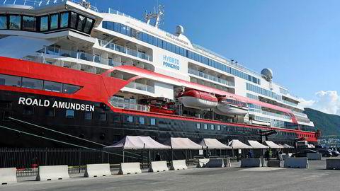 Ekspedisjonsskipet MS Roald Amundsen ligger ved kai i Tromsø.