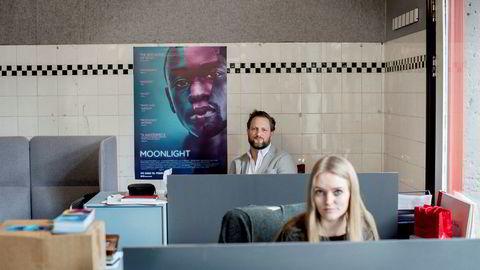 Torkel Selmer (39) og Michelle Birtwistle Nilsen (26) driver Selmer Media og kunne juble høyt da Moonlight ble Oscar-vinner natt til mandag.