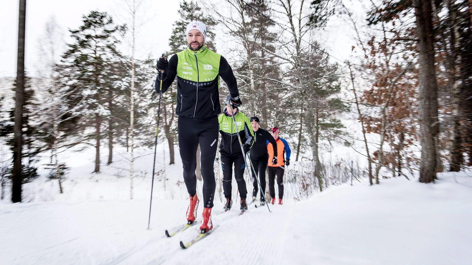 Etter å ha staket 210 km på rulleski fra Kristiansand til Hovden, fikk Stefan Jensen (fremst) mersmak på lange, tunge økter. Nå gleder han seg til å debutere i Marcialonga sammen med kompisene Joakim Hanssen, Sverre Engebretsen og Tom Chr. Bredesen.