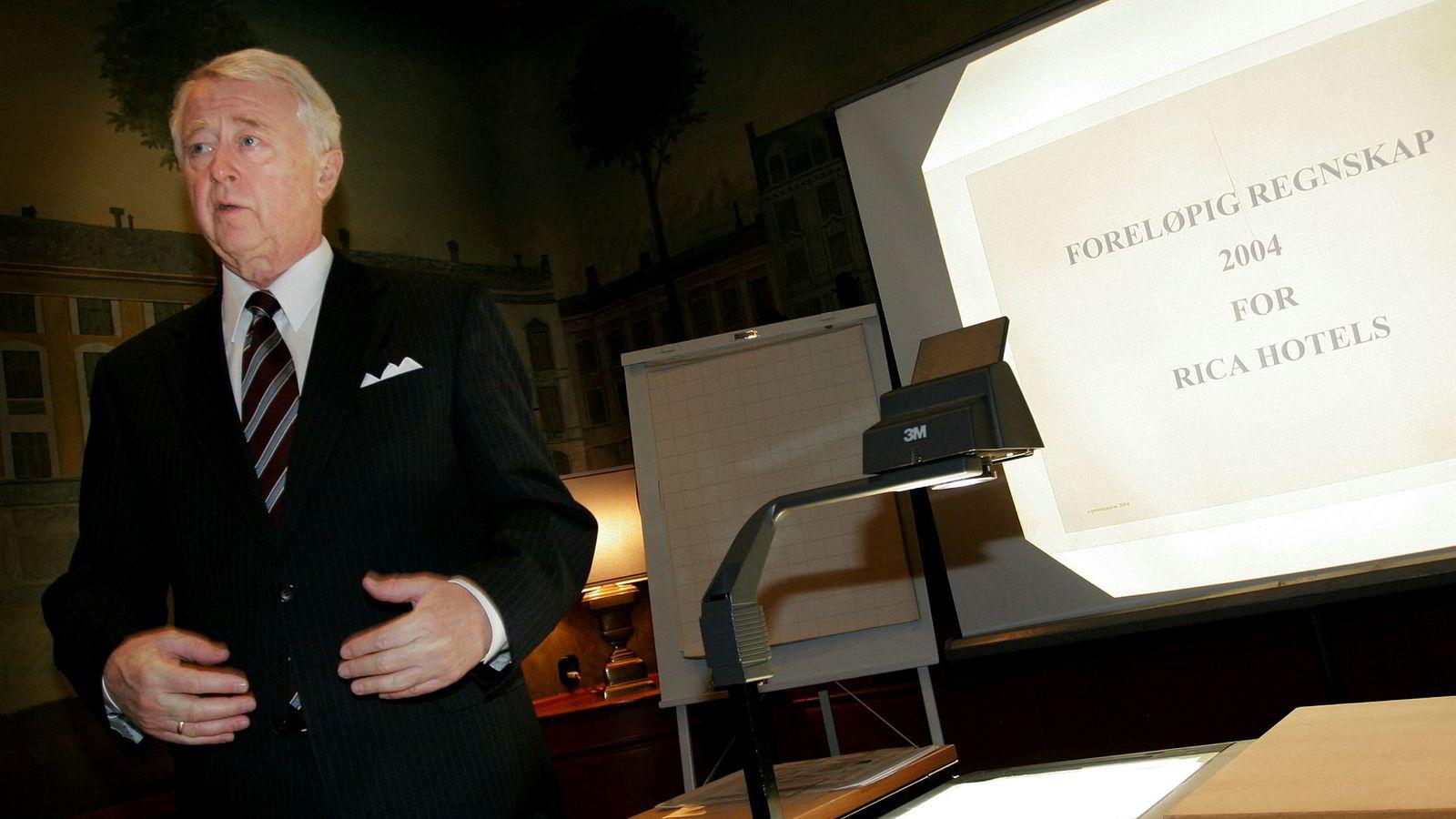 Jan E. Rivelsrud bygget opp Rica. Her fra en resultatpresentasjon i 2004 på Grand Hotell i Oslo.