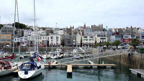 Jersey og Guernsey, der dette bildet er tatt, er knapt noe større skatteparadis enn Norge når fond investerer i norske aksjeselskaper, skriver innleggsforfatteren.
