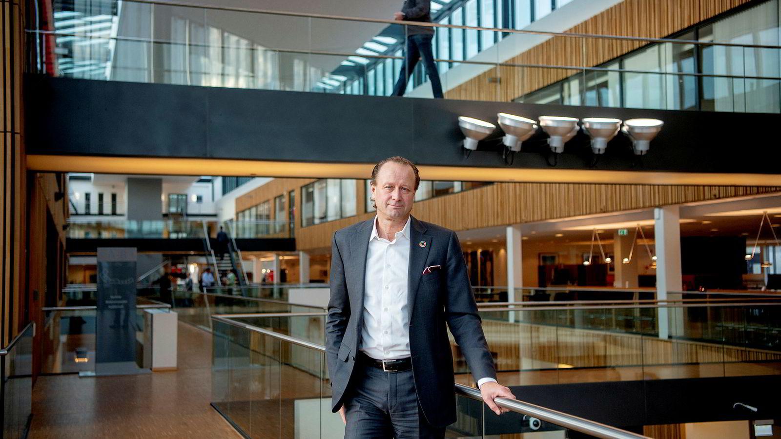 Konserndirektør Jan Erik Saugestad i Storebrand mener klimadebatten kan ha satt likestillingskampen i skyggen.