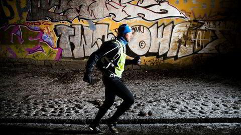 Petter Skippervold er en av mange som dropper å melde seg på turrenn i år, selv om han holder seg i god form fortsatt. Her fra løpetur på vei til jobb en tidlig morgen.