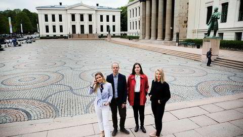 Jusstudentene Maria Fiorello Conradi (fra venstre), Lasse Hansen Jostad, Kari Kiperberg Werenskjold og Thea Rabe reagerer på ledelsens forslag til nye eksamensregler.