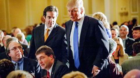 Trumps tidligere advokat Michael Cohen fotografert sammen med Donald Trump den gangen de fortsatt var venner.