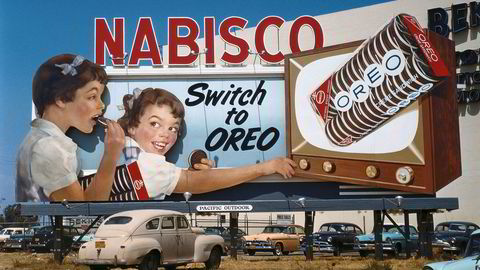 Oppkjøpet av tobakk- og matkonglomeratet RJR Nabisco markerte toppen av og begynnelsen på nedgangen av såkalte lånefinansierte oppkjøp i USA på 80-tallet. Historien ga senere navn til boken «Barbarians at the gate», som omhandler oppkjøpet og den forutgående budkrigen. Den burde ligge på nattbordet til statsråden i disse dager. Her fra Los Angeles 1950 tallet og reklameplakat for Nabisco.