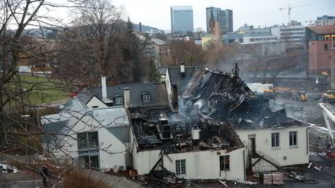 Slik så Nedre Foss ut etter brannen lille nyttårsaften. Nå vil eierne gjenreise bygget så snart som mulig. Foto: NTB/Scanpix