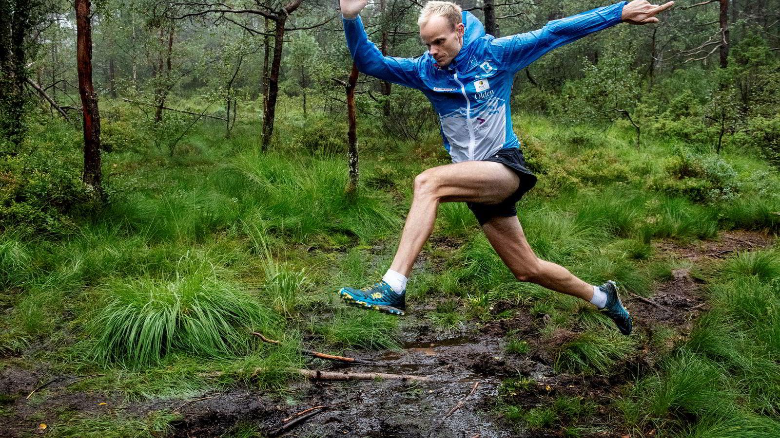 Seige sprang. Bjørn Tore Kronen Taranger tror det er flere veier til Rom: – Hvis du klarer å løpe rolig lenge nok, blir du god. Du behøver ikke å løpe fort for å bli sterk, men da må du strekke deg ved stadig å løpe lengre. Først da blir du seig.