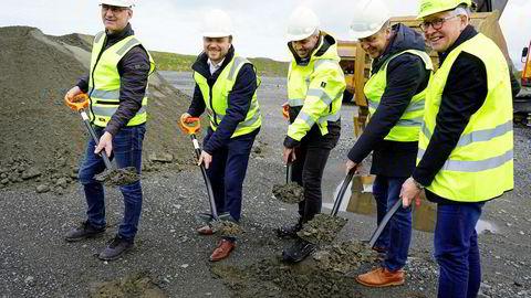 Første spadetak ble tatt i mai: Fra venstre Jonny Småge, styreleder Tore Tønseth, Ingjarl Skarvøy, Per Olav Mevold, Kristofer Reiten.
