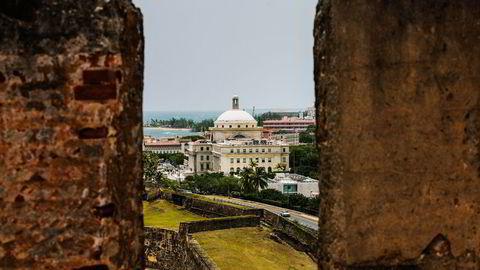 Den gamle spanske kolonien Puerto Rico tilhører i dag USA, men har egen guvernør og egen lovgivende forsamling – som har sitt hovedsete i denne bygningen i San Juan. Foto: Christopher Gregory/