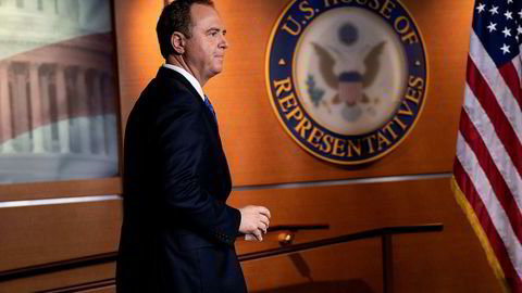 Leder av etterretningskomiteen i Representantenes hus, Adam Schiff, ankommer en pressekonferanse på Capitol Hill onsdag kveld.