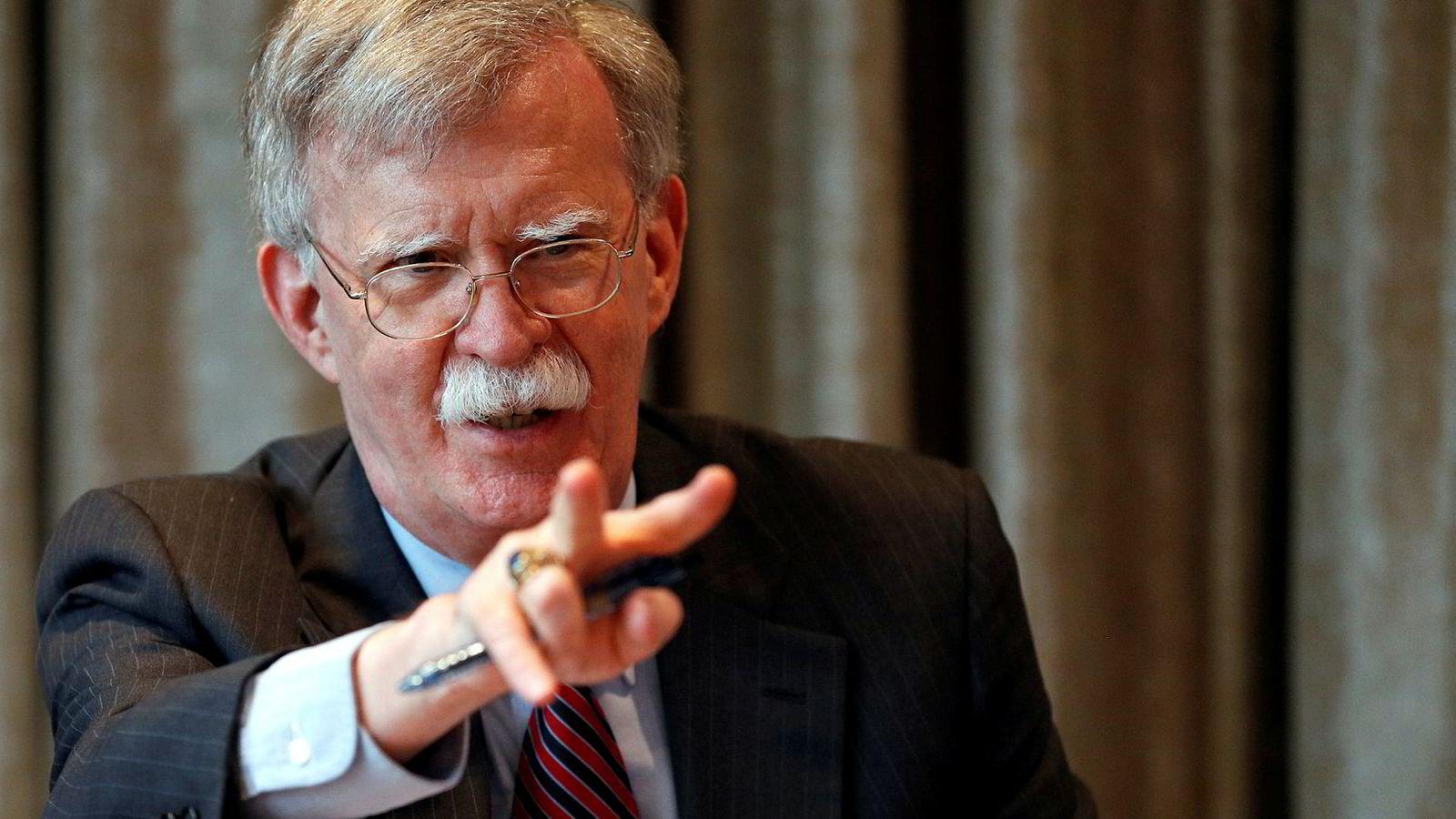 USAs sikkerhetsrådgiver John Bolton som er på besøk i Storbritannia sier USA støtter en hard brexit.