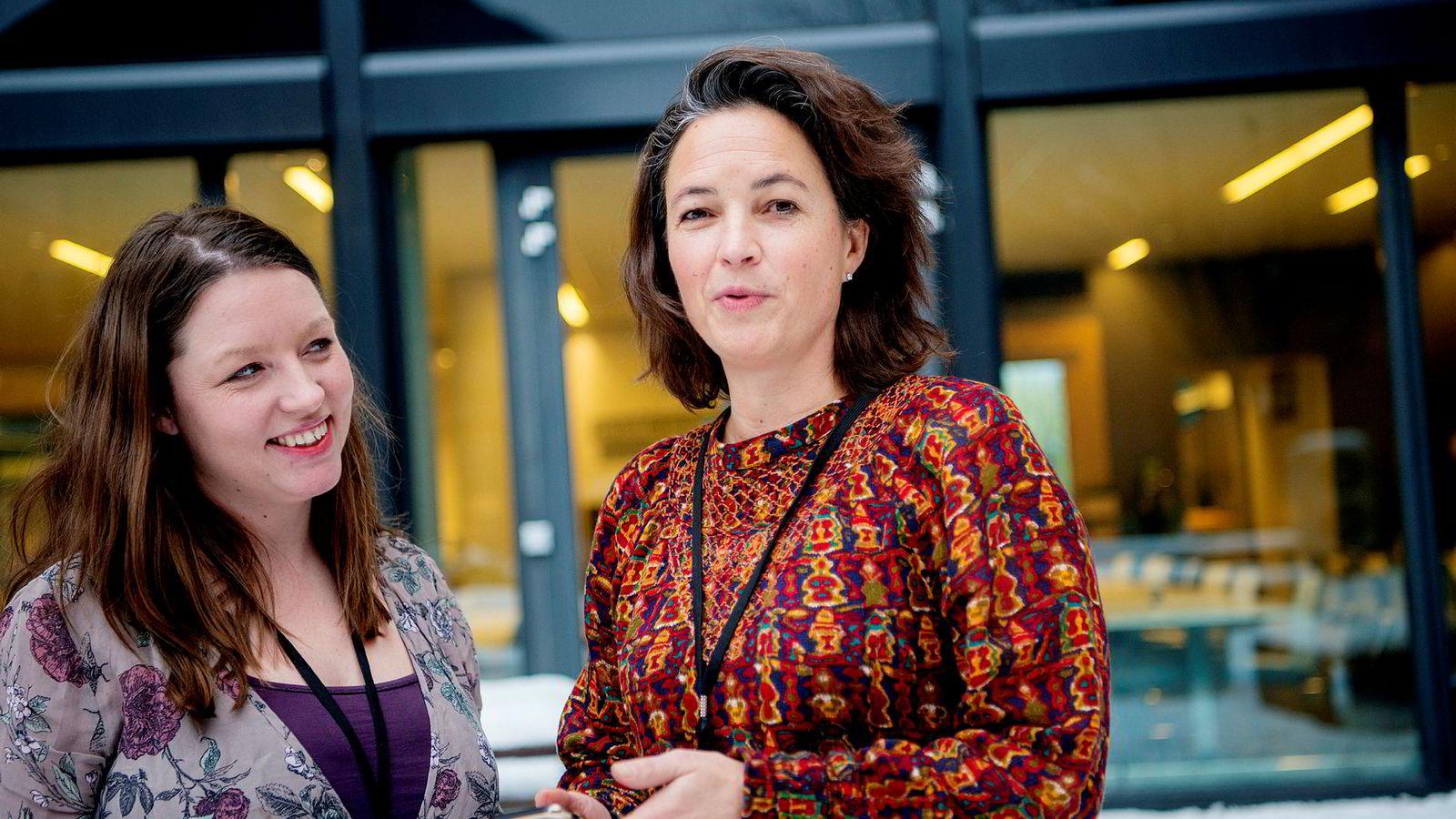 Ifølge Ingvild Østvold (til venstre) og Nathalie Warembourg i Ipsos er kvinner overrepresentert på mer «visuelle» sosiale medier som Instagram og Snapchat, mens menn er hyppigere brukere av mer jobblignende tjenester som Twitter og LinkedIn.