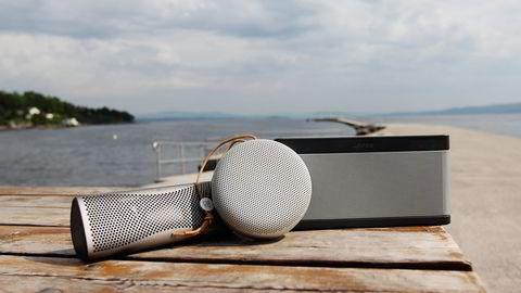 En god batteridrevet høyttaler sikrer deg god lyd gjennom hele sommeren. Fra venstre: KEF Muo, BeoPlay A1 og Bose Soundlink III. Foto: