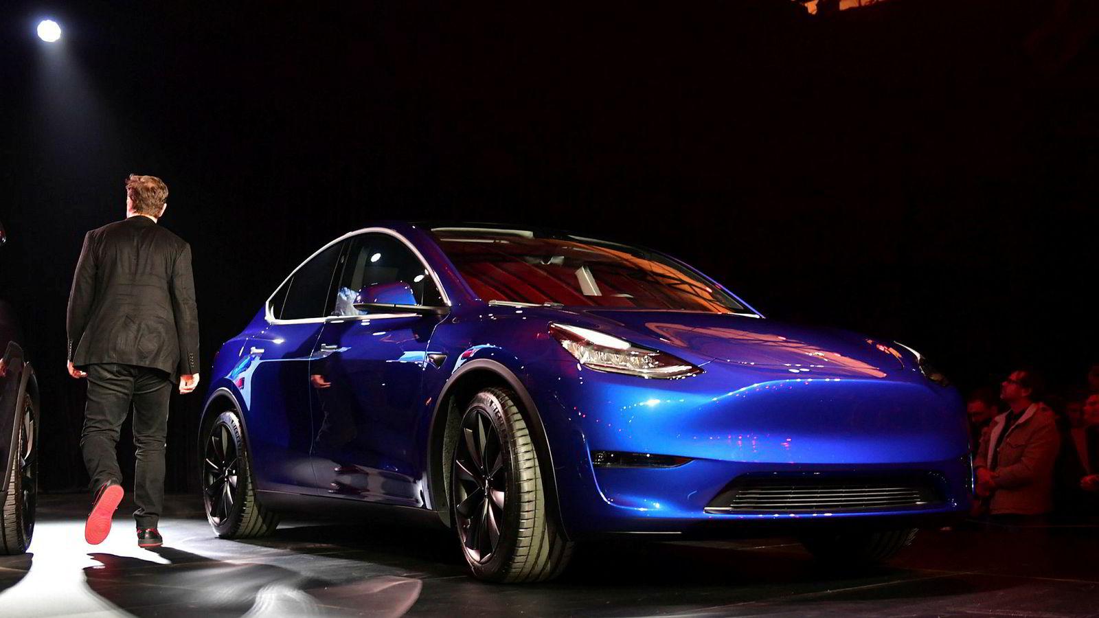 Tesla-grunnlegger Elon Musk lanserte Tesla Model Y i natt. Bestillinger starter umiddelbart. Levering skjer først i 2021.