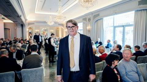 – Jeg gleder meg til å kjøpe billige oljeaksjer fra Siv Jensen, og selger henne gjerne dyre aksjer tilbake, sier forvalter Jan Petter Sissener etter fredagens beslutning om å kaste ut oljeaksjer fra Oljefondet.