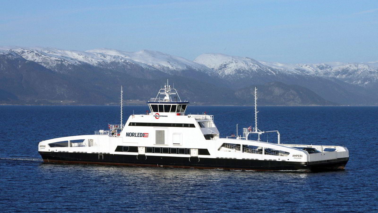 Satsingen på elektrifisering av norske ferger har vært en suksess. Den elektriske fergen «Ampere» går i trafikk mellom Lavik-Oppedal på E39 over Sognefjorden.