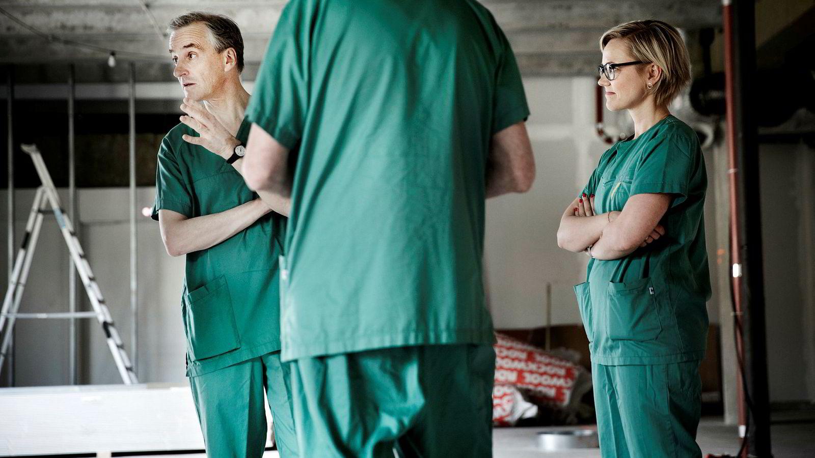 Arbeiderpartiet må legge vekk demonteringspåstandene og heller fortelle oss hvordan det vil løse helseutfordringene fremover. Her fra Internvensjonssenteret på Rikshospitalet, Jonas Gahr Støre til venstre.