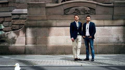 Fredrik Loennecken og Tor Jacobsen i Schibsted. Fotografert utenfor hovedkontoret i Oslo.