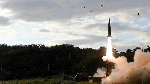 Sør-Korea svarte med å foreta en prøveoppskyting av et missil - timer etter at Nord-Korea avfyrte en mellomdistanserakett over Japan. – Dette er et veldig farlig våpenkappløp, sier stipendiat Jean H. Lee ved Woodrow Wilson International Center for Scholars.