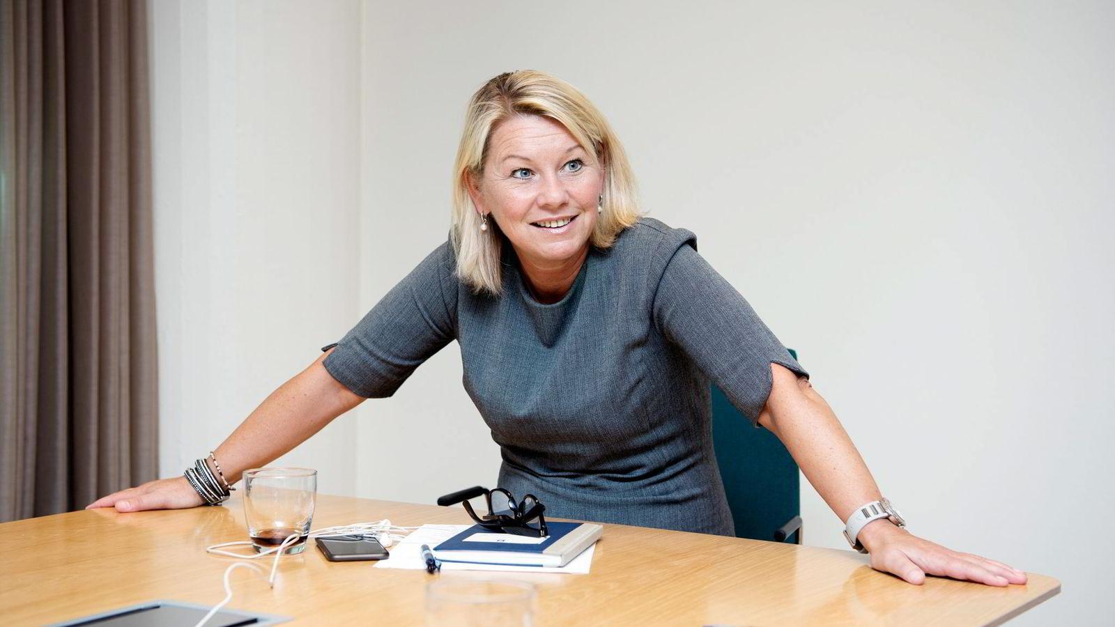 Næringsminister Monica Mæland (H) sier regjeringen kommer med forslaget fordi Investinor ikke har oppnådd målene sine. Intervju.