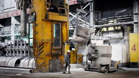 Bilde fra aluminiumsfabrikken i Tursunzade i Tadsjikistan. Foto: Amir Isaev/Rira Novosti
