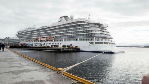Cruiseskipet Viking Sky i Molde havn, kort tid etter nesten-havariet.