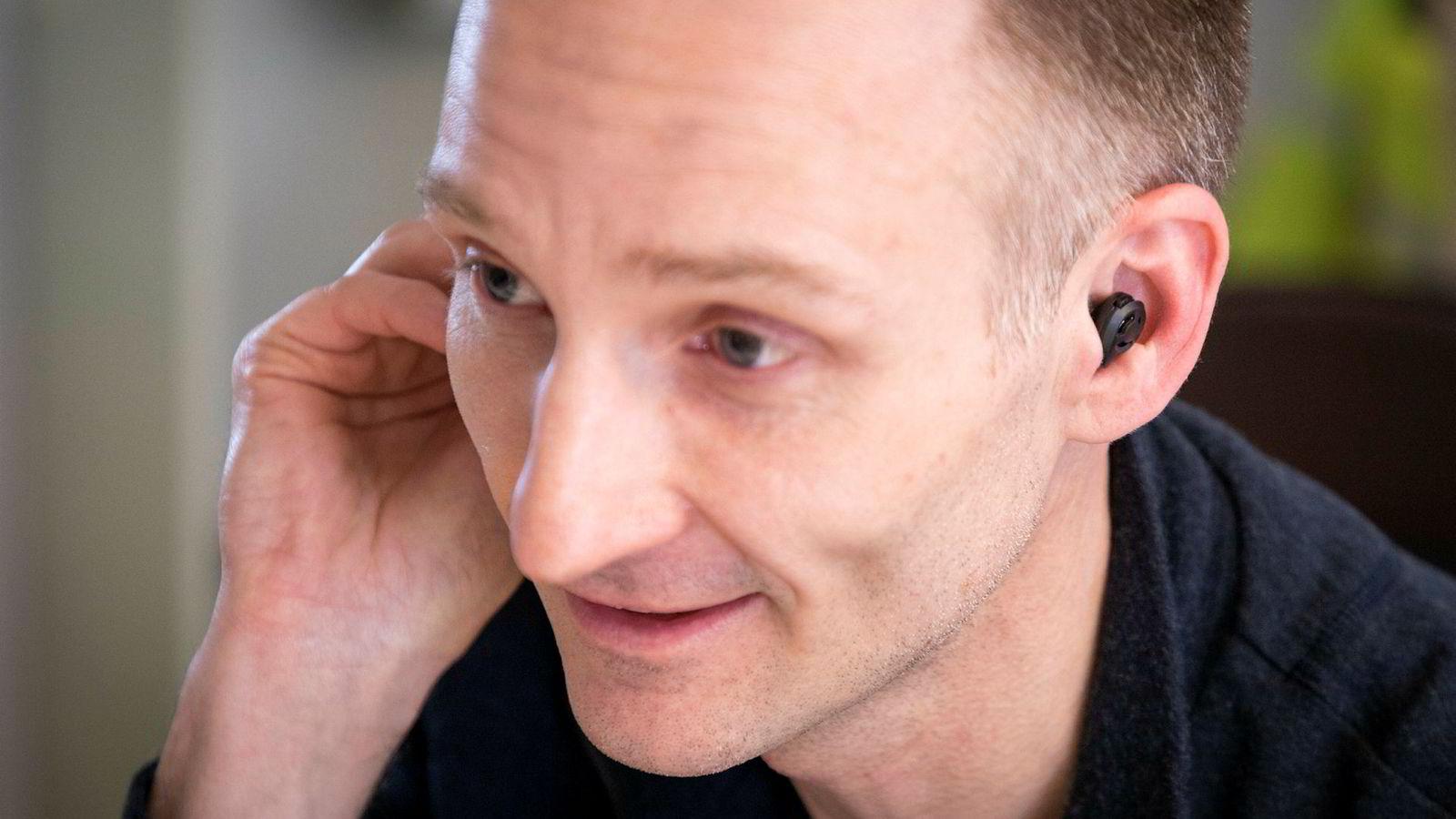 Medgründer og daglig leder Stian Aldrin i Minuendo as med selskapets protoype på ørepropper for den profesjonelle musikkbransjen.