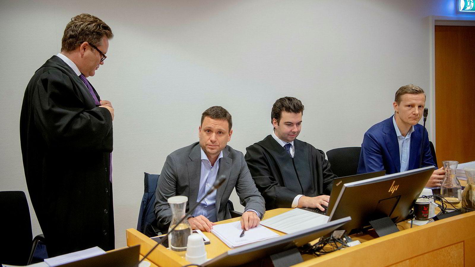 Fra venstre: Advokat Jan Magne Langseth fra Simonsen Vogt Wiig, leder for marked og kundekontakt Fredrik Mundal i Bank Norwegian, advokat Nicholas Foss Barbantonis fra Simonsen Vogt Wiig og Frode Bjørnstad, juridisk direktør i Bank Norwegian.