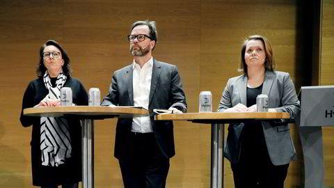 Hydro holder pressekonferanse om cyberangrepet mot selskapet. Fra venstre: Inger Sethov, kommunikasjonsdirektør Hydro, Eivind Kallevik, finansdirektør Hydro og Bente Hoff, Nasjonal sikkerhetsmyndighet.