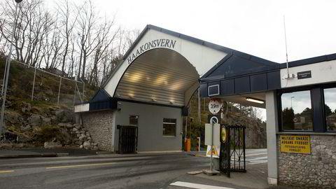 Haakonsvern utenfor Bergen skal ha blitt utsatt for utspekulert svindel fra fra far og forsvars-ansatt sønn. Foto: Torstein Bøe / NTB scanpix
