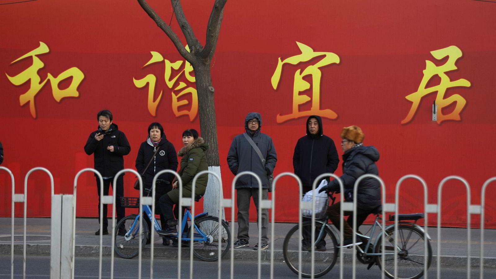 Det fødes færre barn i Kina, og ifjor falt befolkningen for første gang på 70 år.