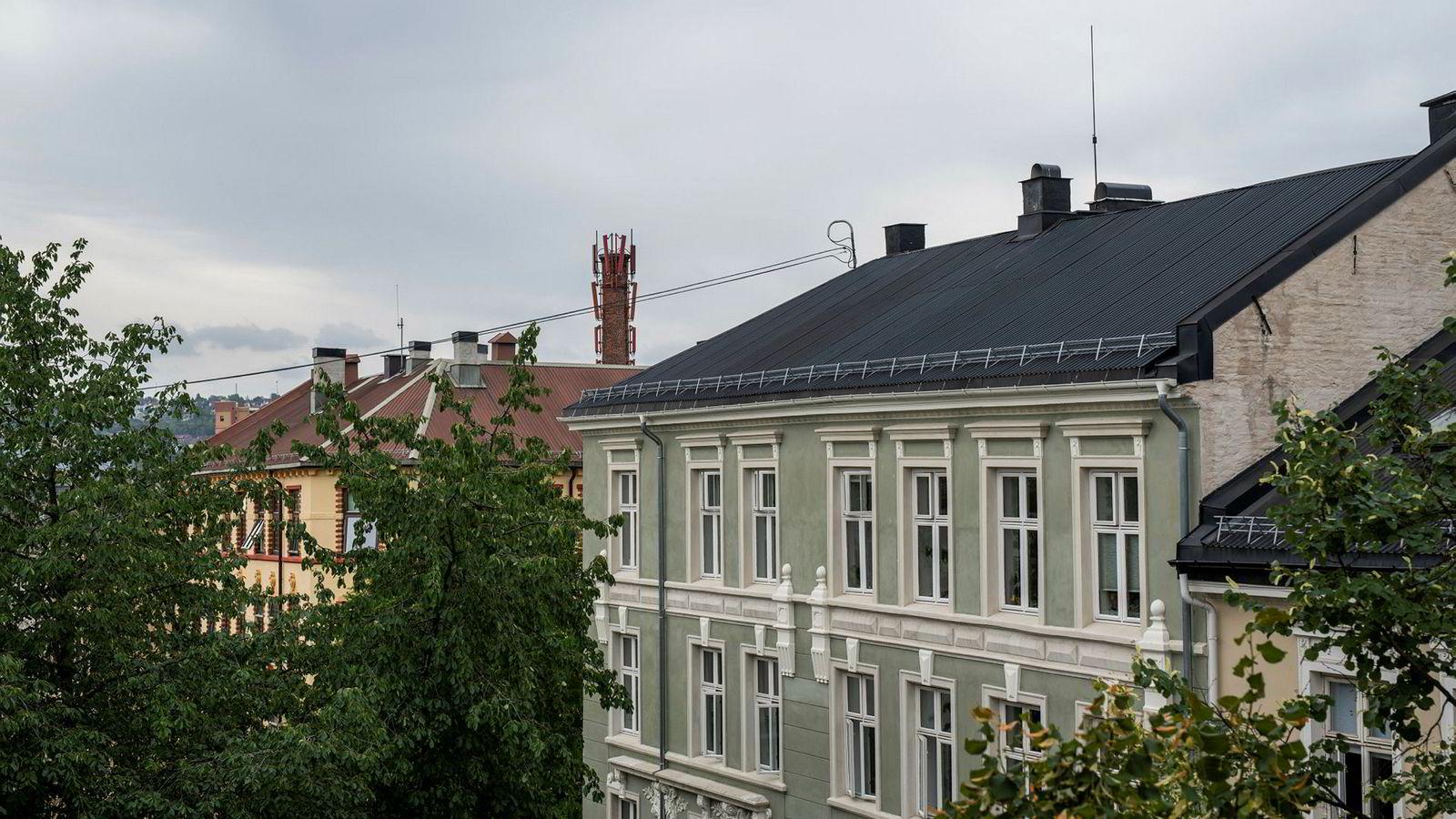 Boligprisene rekker så vidt å hente seg inn før det kommer en ny nedtur, tror DNB Markets. Illustrasjonsfoto av boliger på Grünerløkka i Oslo.
