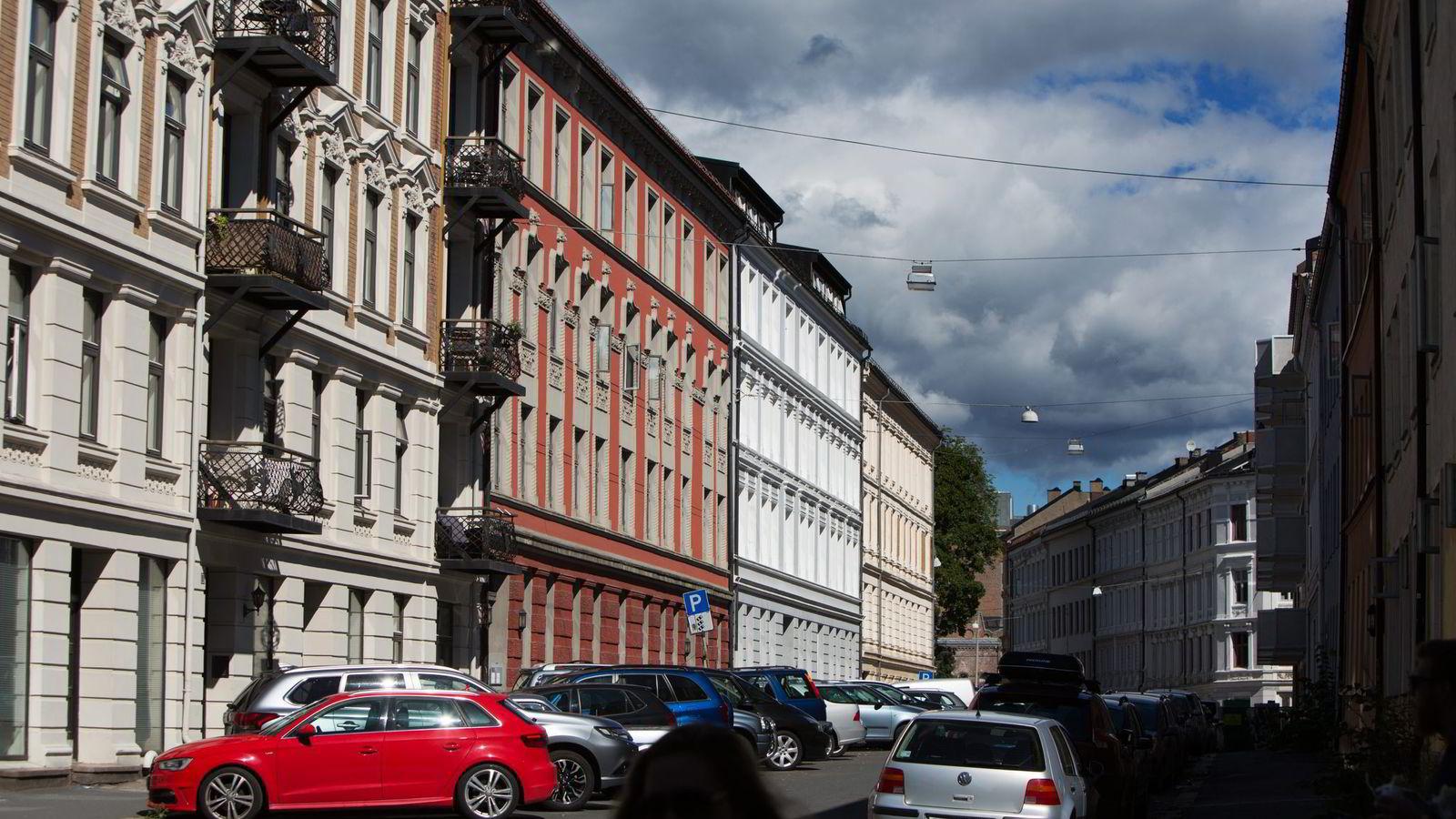 Å leie bolig er for de få, og en løsning i overgangsfaser. Og det er dyrt. Leieprisene i Oslo medfører at det er billigere å eie enn å leie. Foto: