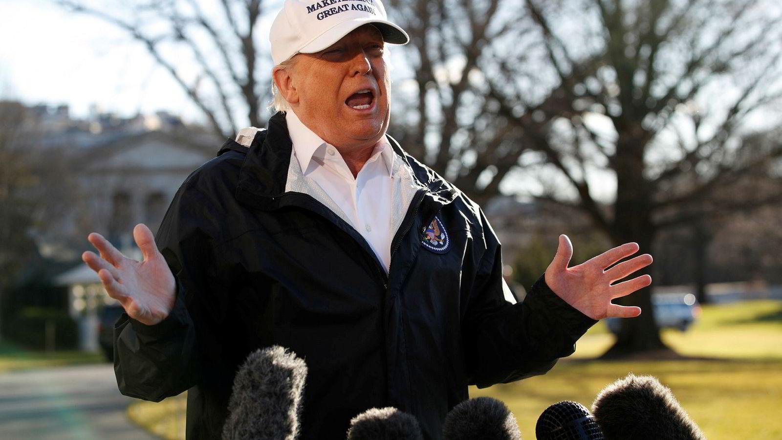 President Donald Trump møtte pressen i Washington før avreise til Texas. Trump akter ikke å gi opp kampen om grensemuren.