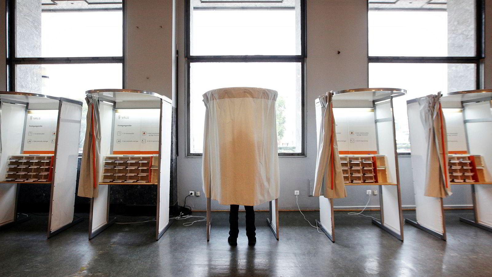 Inne i avlukket har velgeren makt til mer enn å velge parti. Det er også et valg av personer.